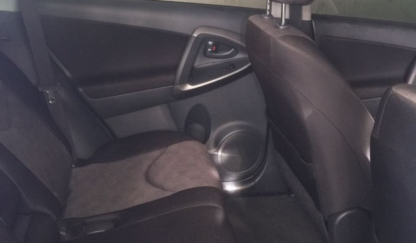 2012 Toyota Rav 4. Lady Owned. No title
