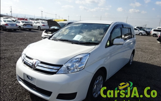 Toyota Isis 2012 (7 Seater)
